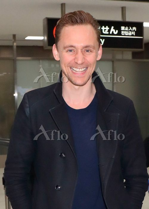 Tom Hiddleston arrives in Japan to promote Kong: Skull Island on March 13, 2017. Source: https://finder.aflo.com/entame/gossip/315114 Full size image: https://www.facebook.com/maryxglz/photos/pcb.759104784258209/759104404258247/?type=3&theater