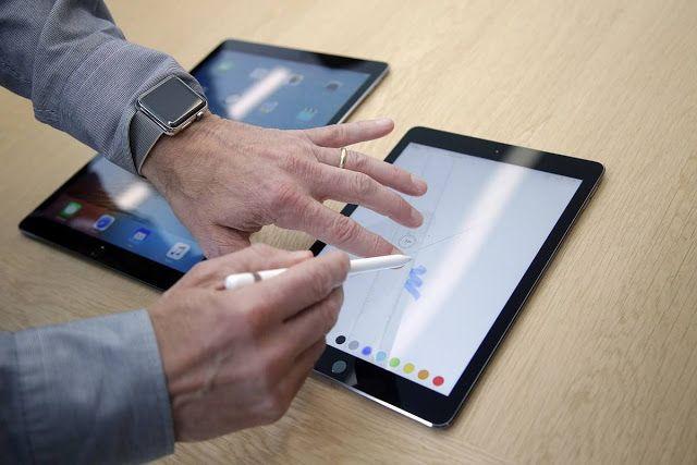 Tabletas una herramienta laboral cada vez más importante   Aunque las empresas tecnológicas ofrecen otras opciones con tablets dirigidas hacia tareas de trabajo esto no quiere decir que las PC van a desaparecer. Siguen ofreciendo una alternativa más barata a las laptop. AP  Las tabletas tal vez no vuelvan a ser nunca tan populares entre el consumidor en general pero son una herramienta laboral cada vez más importante.  Apple le apuntó a ese mercado al anunciar su segundo modelo de iPad Pro…