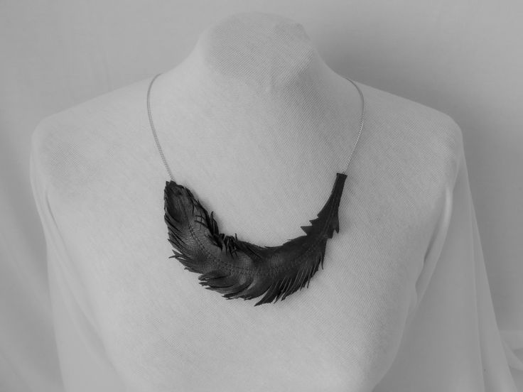 """Náhrdelník černá kůže - motiv """" Peří""""  Cena: 470,- Kč (18 euro)"""