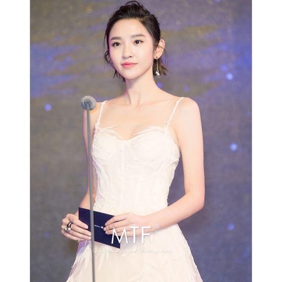여성 빛의 남자 Tingfang 신부 웨딩 드레스 2017 새로운 공주 꿈의 궁전 긴 후행 결혼식 한국어 센학과