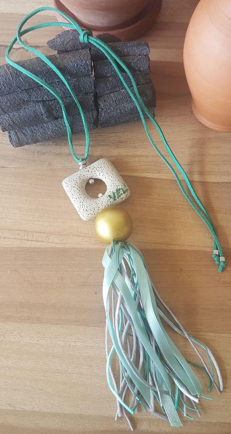 Collier pendentif pierre de lave et rubans verts et gris argent : Collier par vel