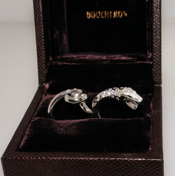 Boucheron Snake 'TROUBLE' 18k White Gold Diamond Between the Finger Ring