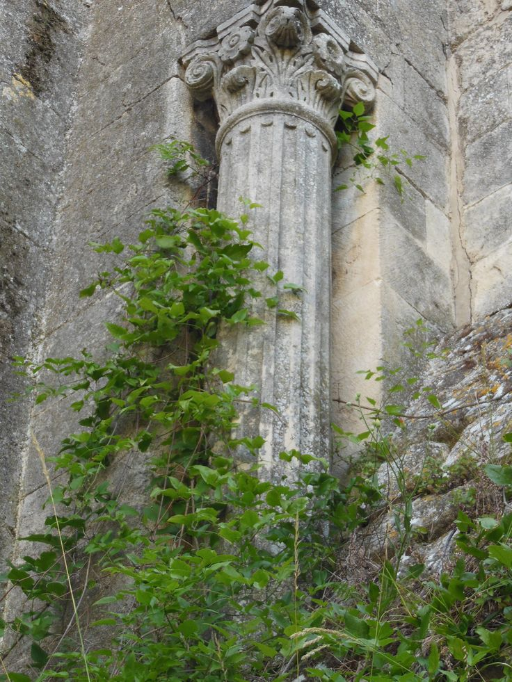Columna romana incorporada a una construcció.