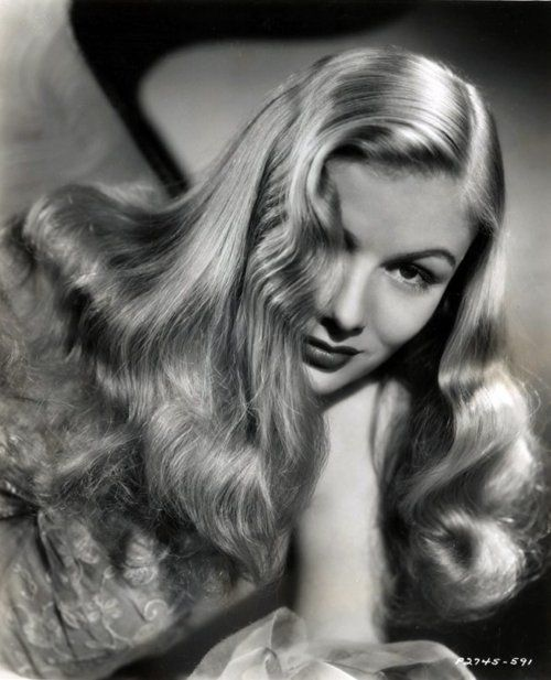 Veronica Lake's glam 1940s hair