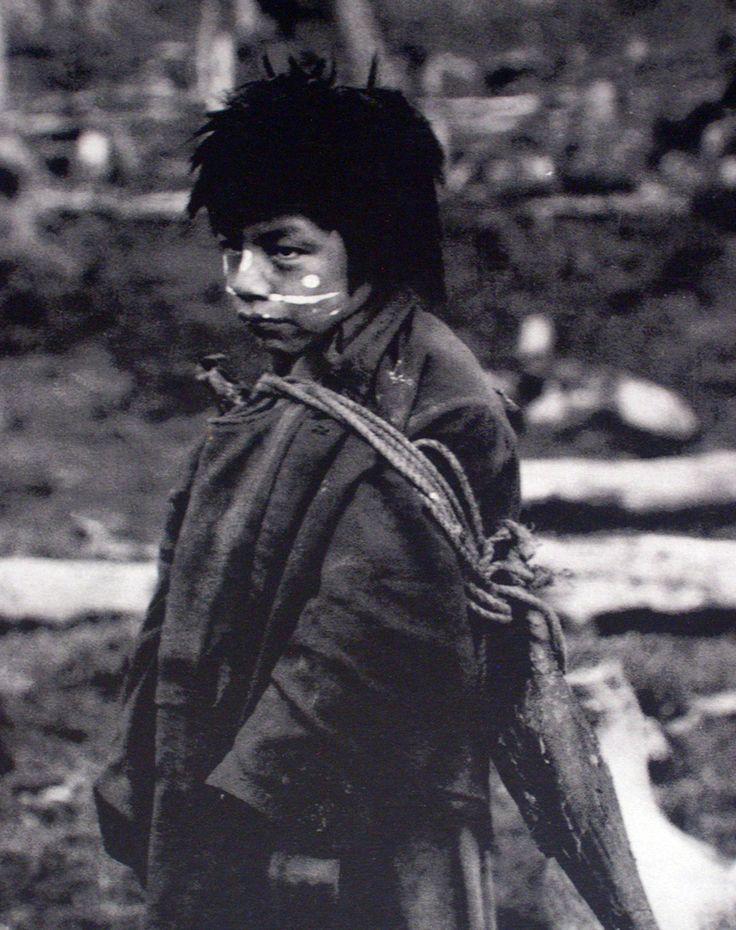 Cultura  Selk'nam - Niño selk´nam. Tierra del Fuego. Fotografía de Martín Gusinde. 1923