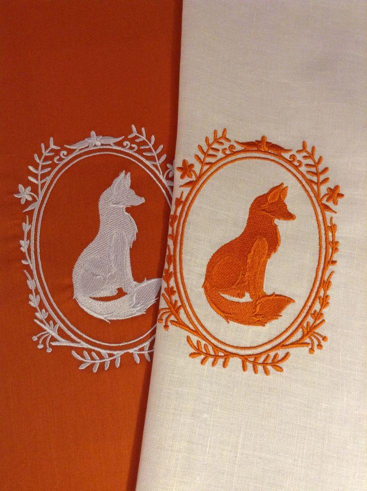 Вышитые лисы для сумки и подушки
