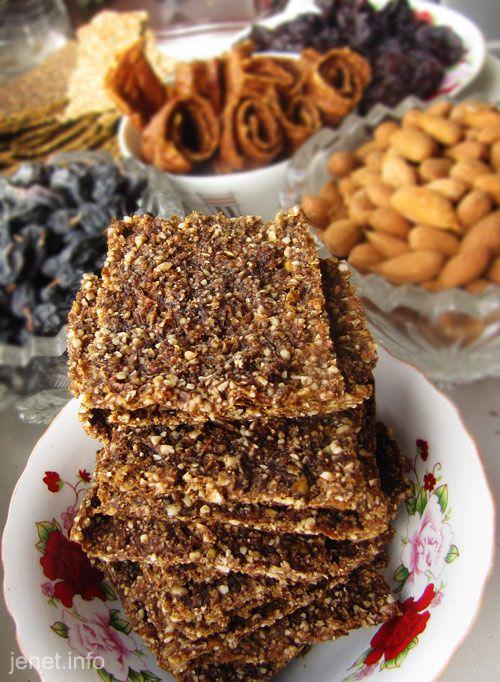 Орехово-фруктовое печенье по-сыроедчески