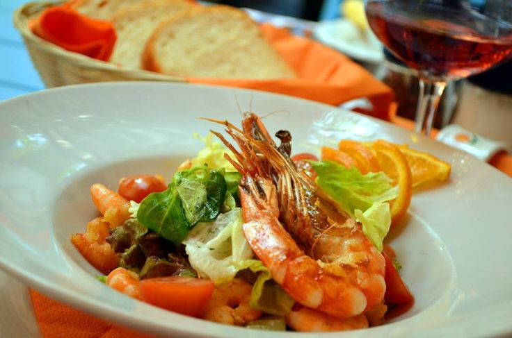 Mixed green salad with orange and prawns