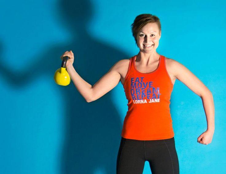 Kroppa timmiksi kahvakuulalla – kuuden liikkeen tehotreeni | Me Naiset