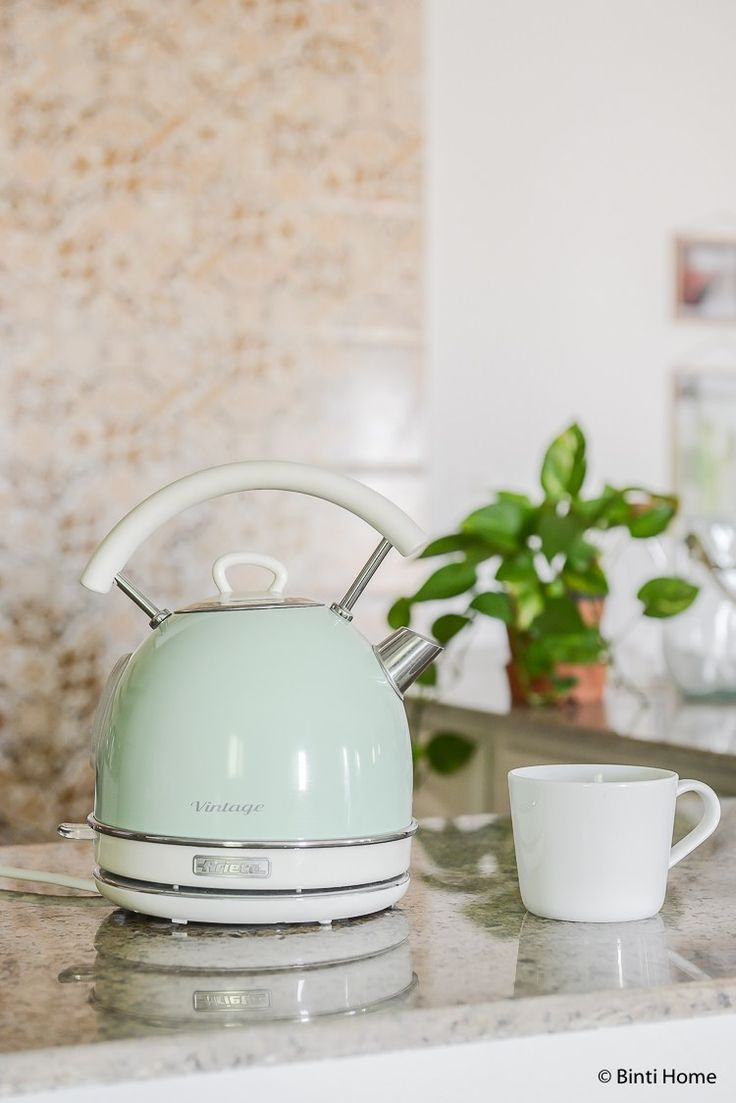 Mint green retro kettle in our kitchen ©BintiHome