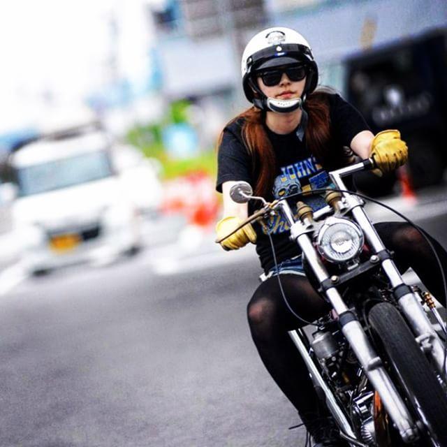 麻ちゃん、納車おめでとう!!納車後すぐ、スーサイドのジョッキー乗りこなすなんてさすが!クールすぎます。アイアンが素敵です #ハーレー女子 #女子バイカー #バイク女子 #ironhead #chopper #また一緒に走ってあげてね #奈良レディース #