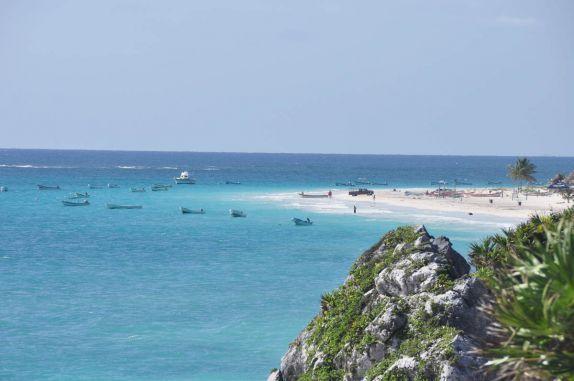 Mar do Caribe visto do alto das ruínas mayas de Tulum, no México