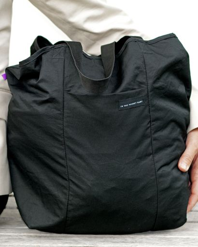 Suddenly you have a lot to carry and an extra bag would be handy. Or, you may feel concerned about the impact that plastic bags have on our environment? This shopping bag from IN THE POCKET® has a convenient integrated storage pocket, making it small enough to always bring along. A separate compartment inside the bag keeps small items in place. We have designed the bag with a smart fastener that enables you to attach the bag onto, for example, any stroller handle.  Machine washable at 30°C…