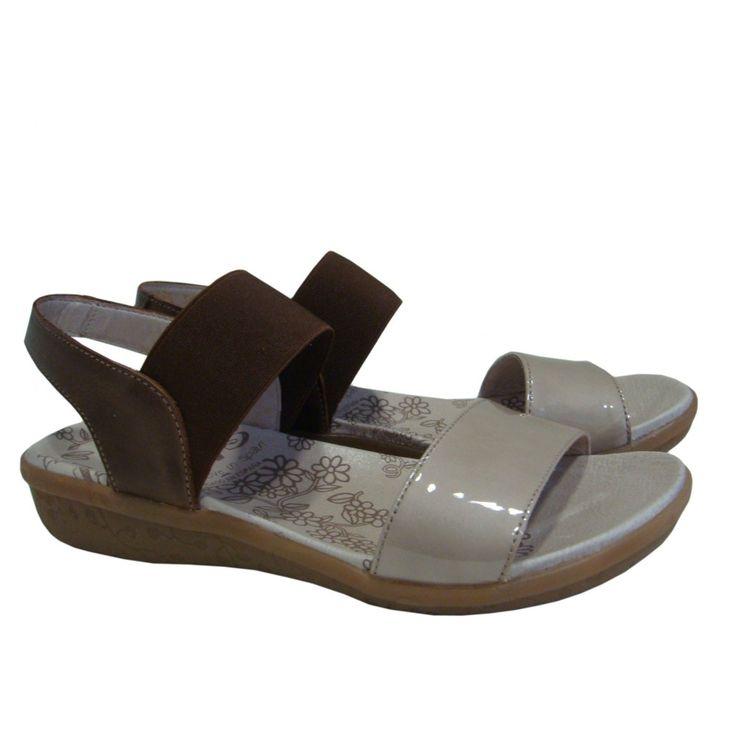 #Sandalias planas con piso de goma y corte en charol piel con banda elástica de WONDERS.