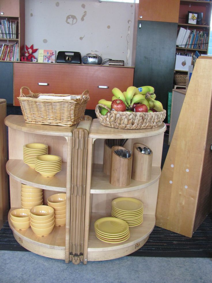 This is one of the Bright Ideas shared from a Bright Horizon's early education and preschool program.  Always available, self-serve healthy snacks teach healthy eating habits from the start at Warner Bros. Center.