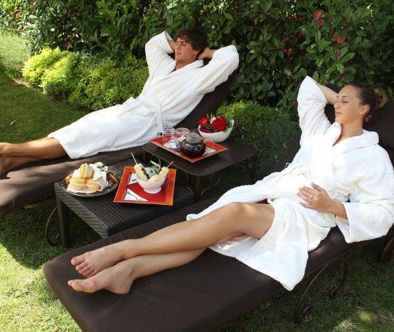 Un #resort incantevole, con SPA #Gourmand e Trattoria #Toscana, campo di #golf e #romantica chiesetta privata, L'Andana deve il suo nome al viale di accesso dove un filare di cipressi e di pini marittimi rendono l'#atmosfera dell'arrivo incantata e #magica.