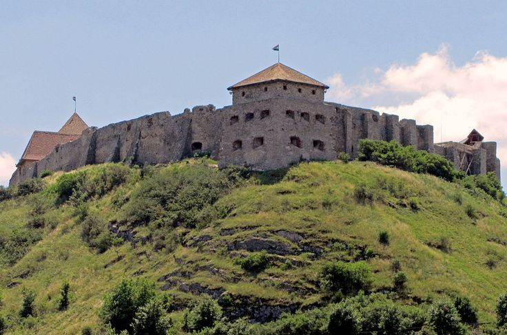 From Wikiwand: Sümeg Castle