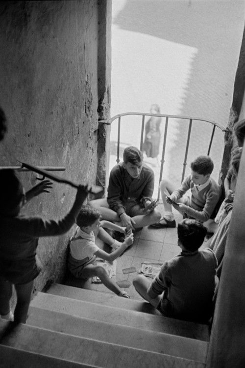 HENRI CARTIER-BRESSON Rome, 1952 | boys hanging out | children playing | stairwell | stairs | vintage black & white photography | 1950's | serious boys business | card game | games