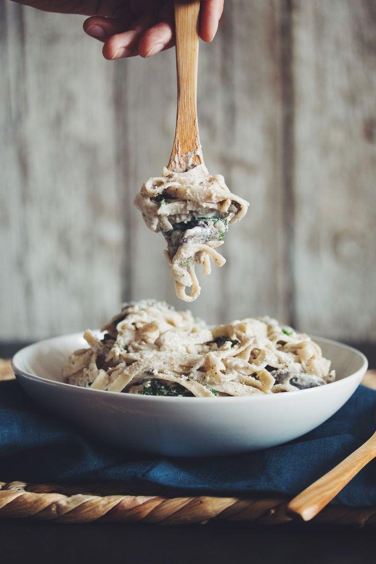 Pasta met champignons /paddenstoelen, witte wijn en groentebouillon