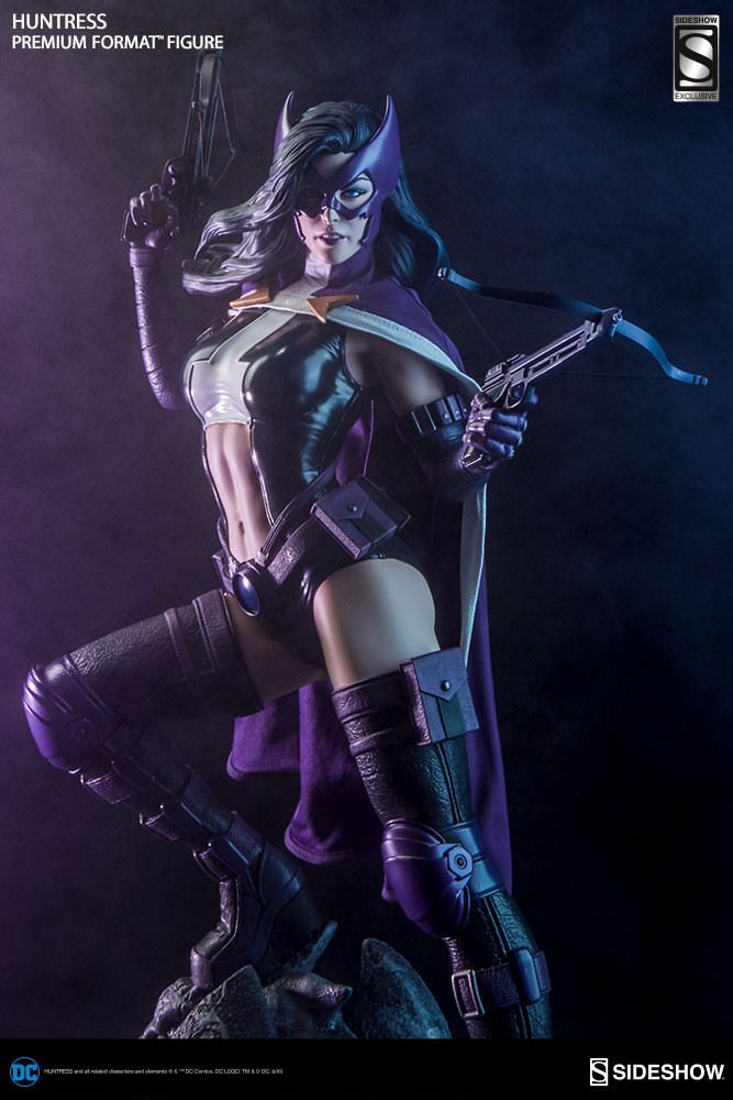 The Exclusive Huntress Premium Format Figure is available at Sideshow.com for fans of DC Comics Birds of Prey and Batman.
