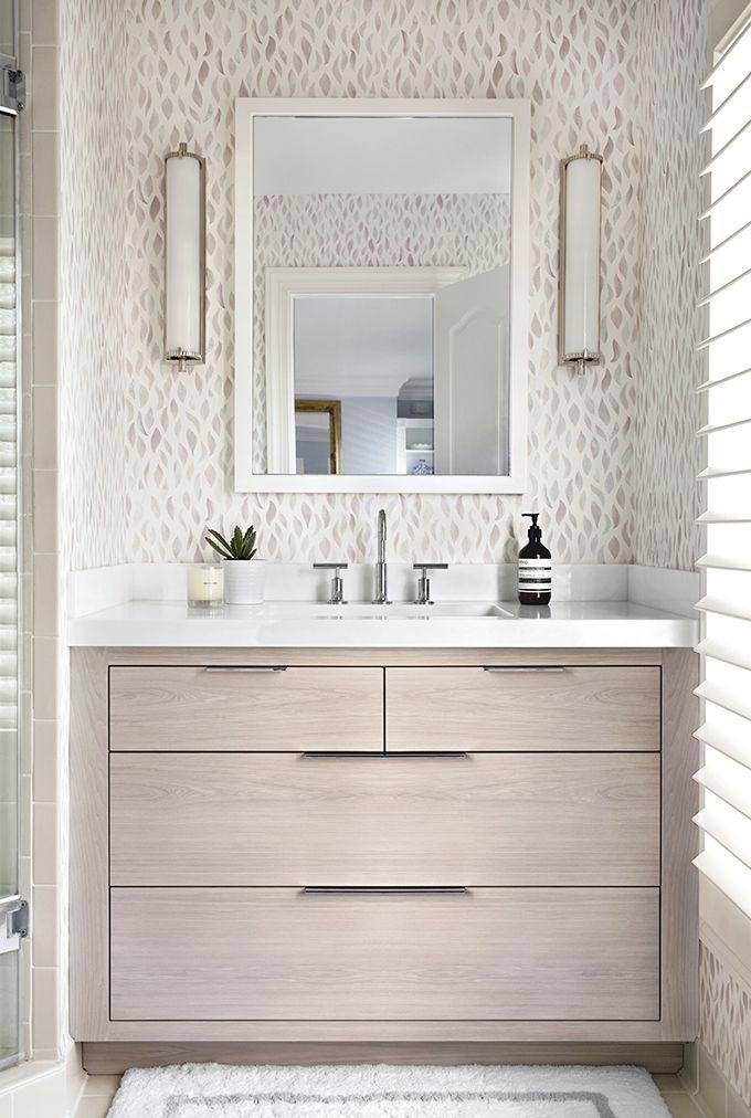 Elizabeth Lawson Design | Photography by Jennifer Hughes | Calliope Tall Bath Light by Thomas O'Brien #circalighting