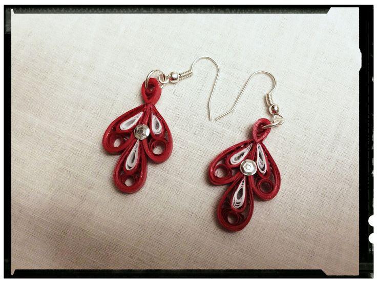 Cercei roșii cu alb