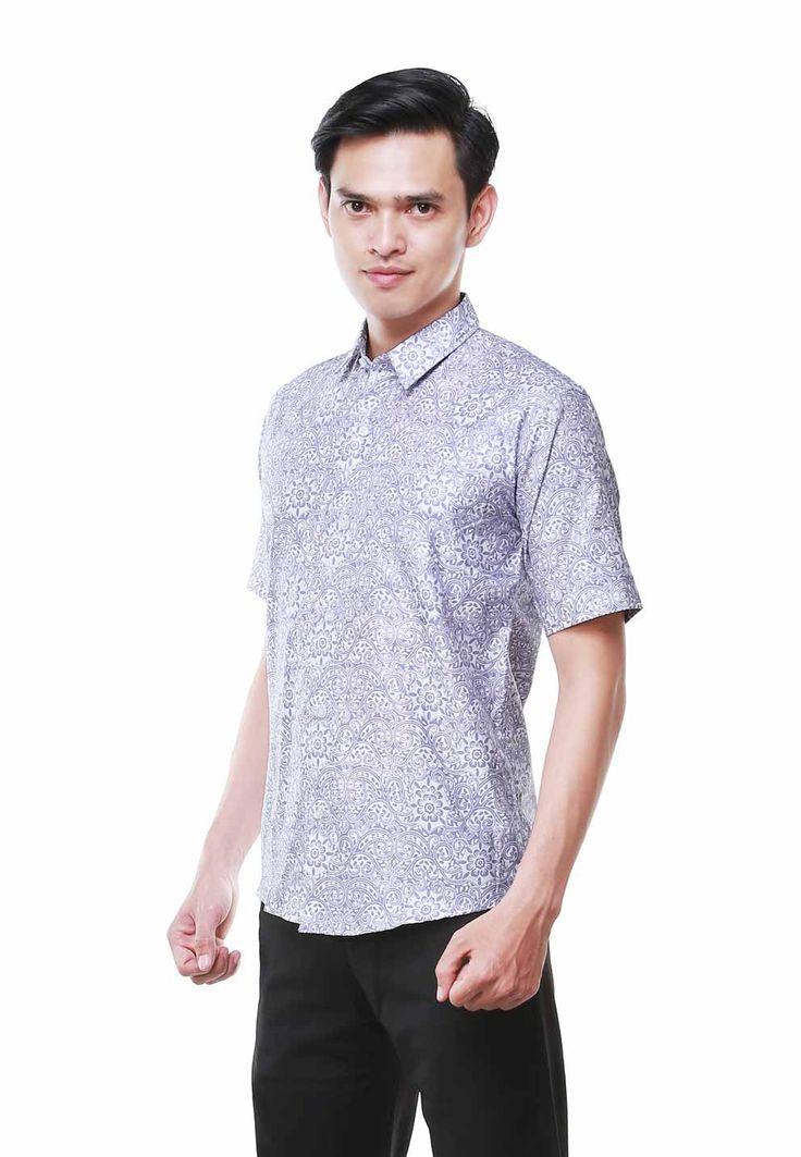 Nugi for balin.id vitapa motif short slevee log on www.balin.id batik heritage fashion mensfashion model menstyle slimfit muscle search Indonesia #batik #modernbatik #batikslimfit #batikindonesia #nugi #batikmuscle #batiksuit #batikmalang