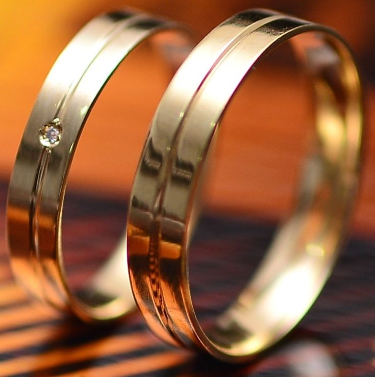 Aliança em Ouro com Brilhante MARRIED , para casamento ou noivado, com excelente…
