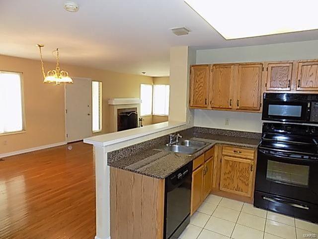 1872 Ridgeview Circle Dr, Ballwin, MO 63021 - Kitchen