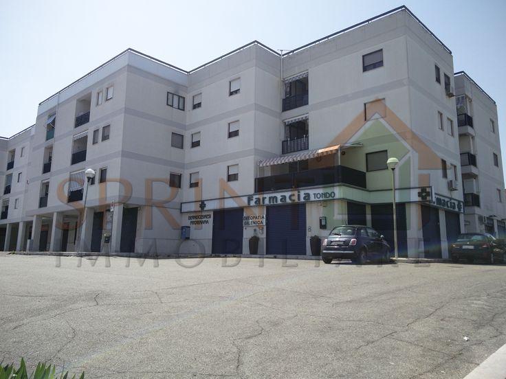 RIF.2005-1 Monopoli - Periferia, Zona Poggio del Sol, vendesi box auto di varie metrature al secondo piano interrato. Libero subito.