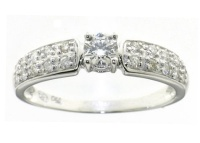 Gold Diamond ring with 1 diamond 0.25ct in the centre and 20 diamonds on the side  weight: 0.50ct HSI diamond quality