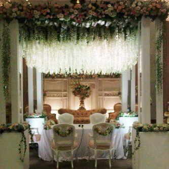 #akadnikah #simplicity #white #mawarprada #warm #dekorasi #pernikahan #minimalis #elegance #modern #pelaminan #wedding #decoration #jakarta more info: T.0817 015 0406 E. info@mawarprada.com www.mawarprada.com