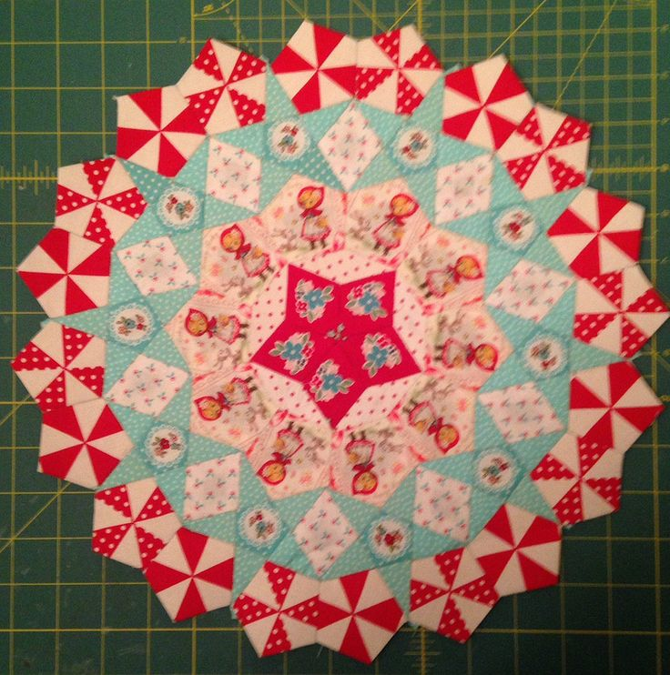 All done La Pas test cog or rosette.  Millefiori Quilts by Willyne Hammerstein Used Lecien and Riley Blake fabrics.