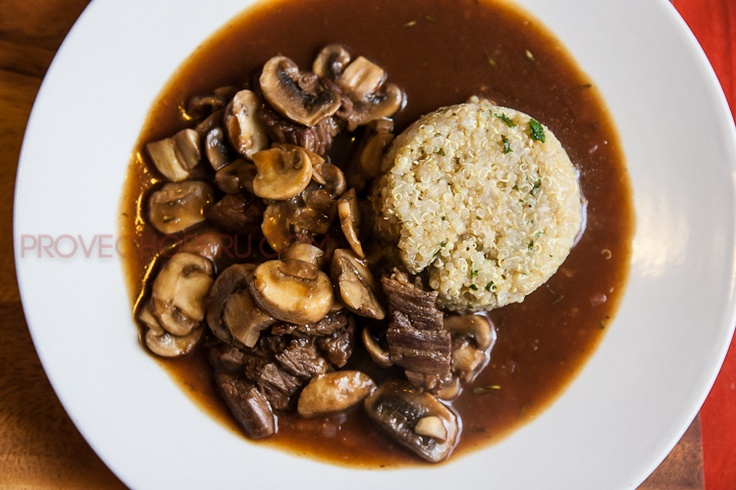 Beef with Mushroom Gravy {Via Provecho Peru}: Provecho Peru, Beef Recipes, Beef Mushrooms, Dinners Recipes, Mushrooms Gravy, Provechoperu Com Beef, Gravy Beef, Mushroom Gravy, Peruvian Superfood