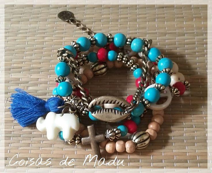 Conjunto de pulseiras variadas em estilo rústico com contas em resina e madeira, tassel .Ajustável
