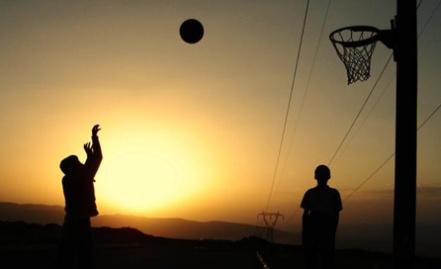 La escuela especializada de baloncesto infantil Georgie Rosario. Es una actividad educativa cuyo énfasis radica en la práctica sistemática y progresiva de las destrezas sindividuales, el conocimiento a los fundamentos del juego y la aplicación del principio de movimiento en situaciones prácticas.