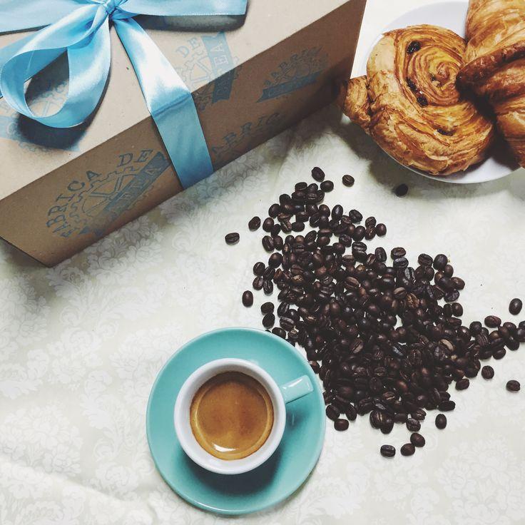 Primeşte cadourile la timp. Comandă cafea, ceşti şi alte accesorii până pe 19 Decembrie pentru a ajunge la tine sau direct la cei dragi până pe 24. http://www.fabricadecafea.ro/magazin.html (ambalajul de cadou este inclus)