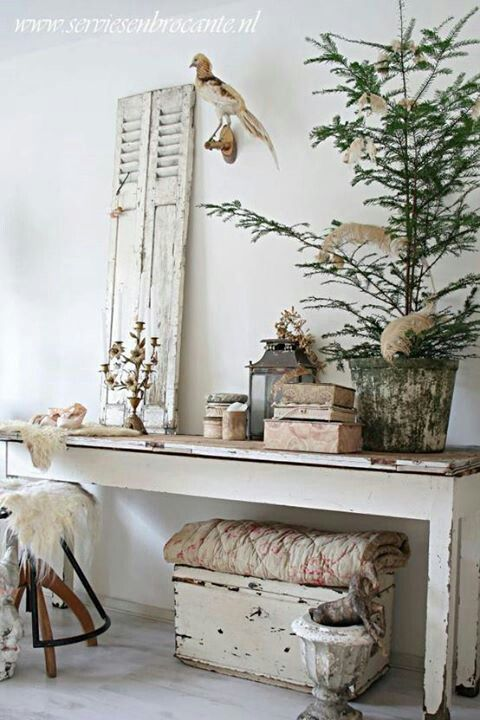 Shabby Chic Christmas, no room for a big tree idea