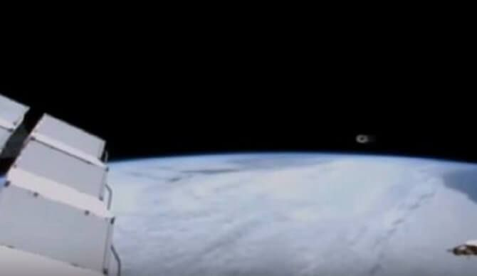 Online UFO hunters claim to have caught NASA once again covering up evidence of alien UFO activity near the International Space Station by cutting off the live video after an alien UFO appeared on the feed. Prolific UFO hunter Streetcap1reportssighting …