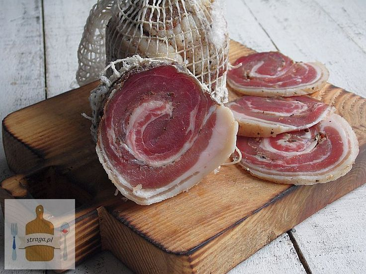 Pancetta to rodzaj surowego suszonego zwijanego boczku, przepis pochodzi z Włoch. Pancetty się nie wędzi stąd ma bardzo delikatny smak.