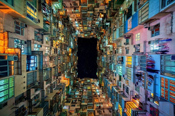 """""""Stacked"""" est une magnifique série du photographe australienPeter Stewart, qui capture les immeubles immenses de Hong Kong dans des photographies fascinantes"""