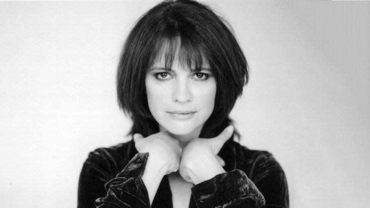 Hollywood News And Gossip Alberta Watson Dies; 24 Actress Was 60 Years Old- Hollywood Gossip At Http://Www.Hollywoodgossipbook.Blogspot.In/