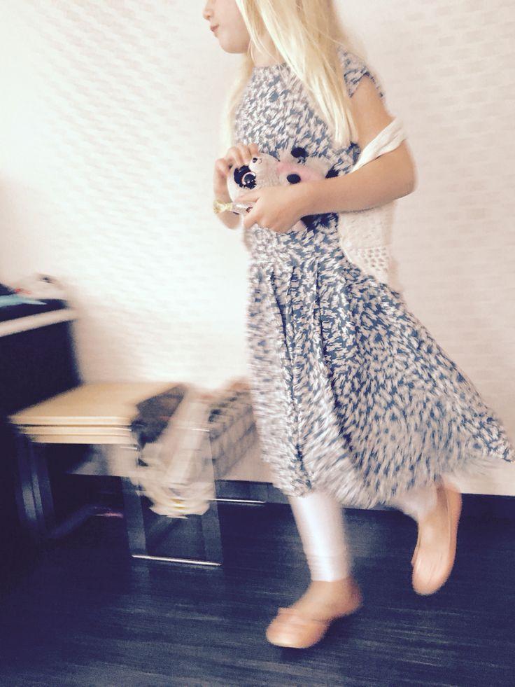 Mama's jurk kleiner gemaakt