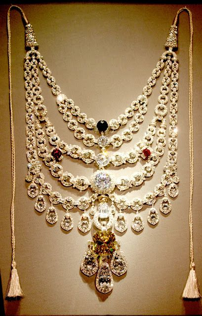 The Patiala Necklace - 1928 - by Cartier Paris - De Beers Diamond - Made for Bhupinder Singh, Maharaja of Patiala
