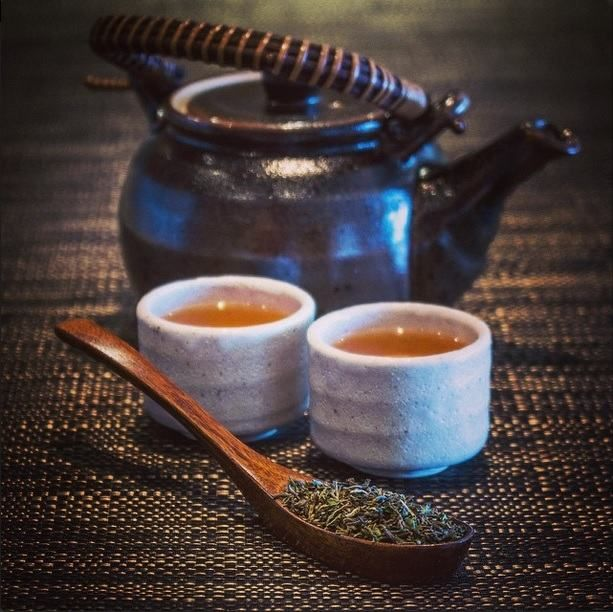 Chá na  Índia - Neste país, o chá tem uma história rica e variada. Por milhares de anos o Masala Chai, uma bebida típica do sul da Índia, foi servido durante todo o continente asiático, mesmo antes de ser Colônia Britânica.