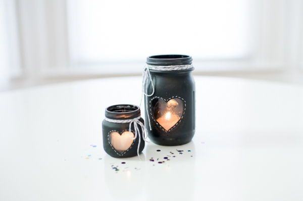 40+ Creative DIY Holiday Candles Projects --> DIY Chalkboard Mason Jar Candle Centerpiece #craft #decoration #holiday #candle