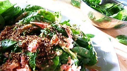 Trois idées de salades à servir avec la vinaigrette au miso : épinards et tofu; raddichio et légumes; légumineuses