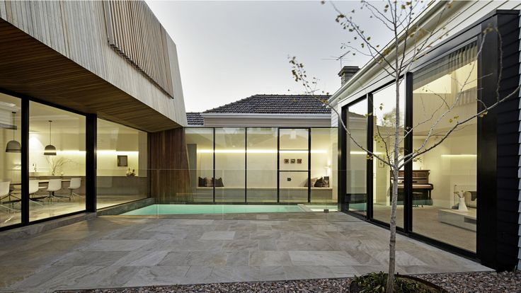 Internal yard...Gallery - House 3 / Coy Yiontis Architects - 11