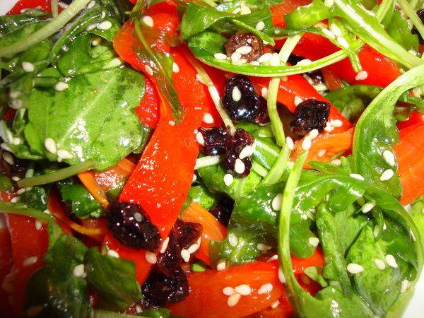 Salata cu susan si stafide negre - Bucataria cu noroc