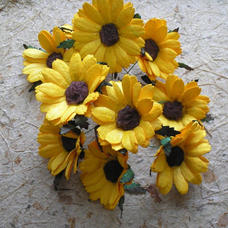 25 Handmade mulberry paper 44mm DAISY / SUNFLOWER crafty cow 70mm WIRED STEMS